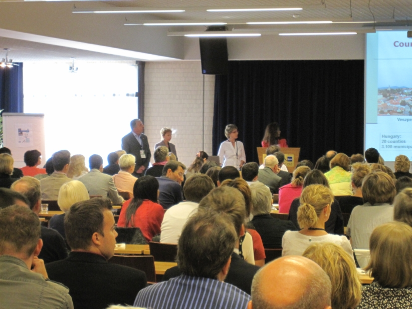 Conference-17-01-hu-presentation02.jpg